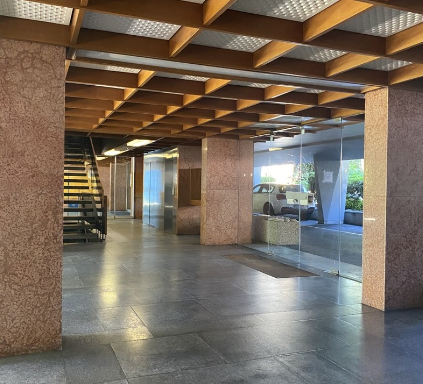 Bureaux d\'environ 212m2 au 3ème étageOffices of around 212m2 on the 3rd floor