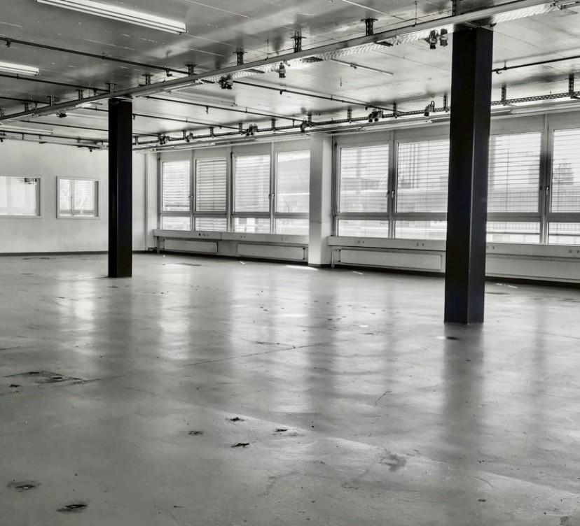 Locaux artisanaux - d\'env 340 m² 1er étage - aménageables, modulablesCraft premises - approx 340 m² 1st floor - convertible, modular
