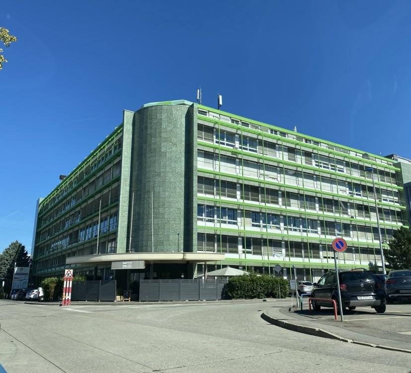 Locaux artisanaux de 102 à 2500 m2 divisibles, modulablesArtisanal premises from 102 to 2,500 m2 divisible, modular