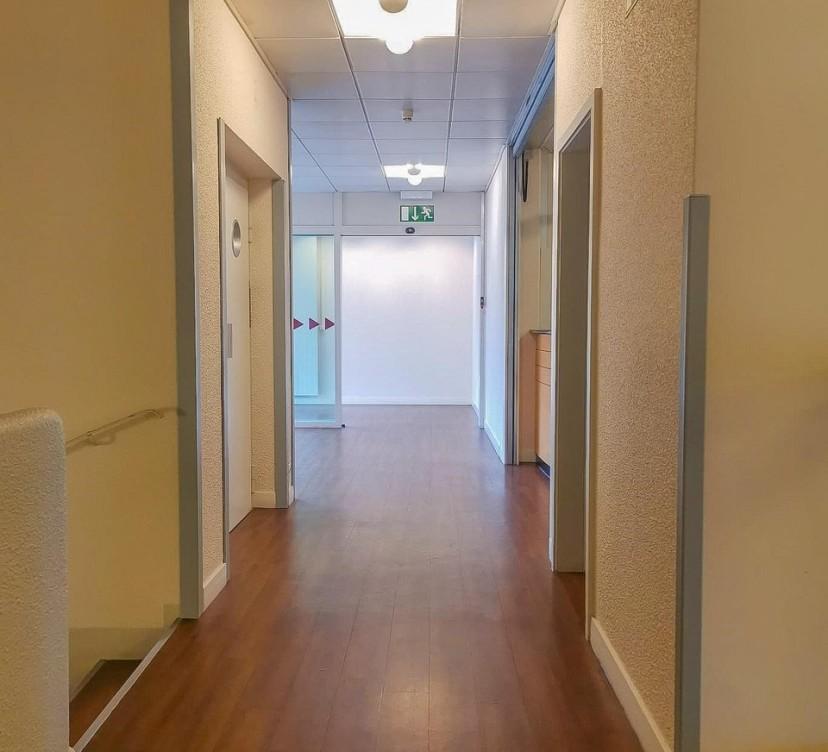 Surface commerciale d\'environ 1000 m2 sur trois niveaux