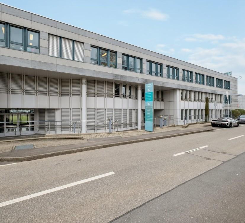 158 m2 - Bureaux au rez-de-chaussée158 m2 - Offices on the ground floor