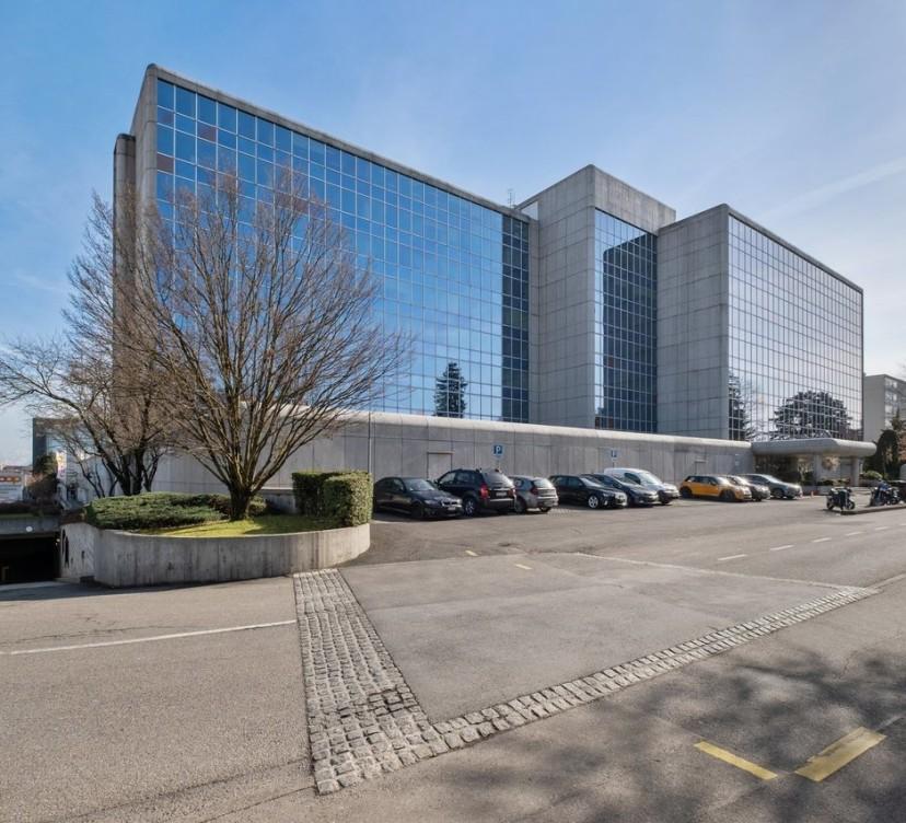 Bureaux d\'env 450 m2 au 2ème étage - à proximité de Genève aéroport Offices of approx. 450 m2 on the 2nd floor - near Geneva airport