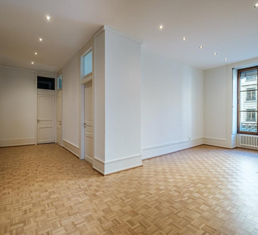 Bureau d\'environ 160 m2 au 1er étageOffice of around 160 m2 on the 1st floor