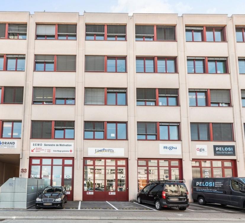 Bureaux d\'environ 275 m2 - au 1er étageOffices of around 275 m2 - on the 1st floor