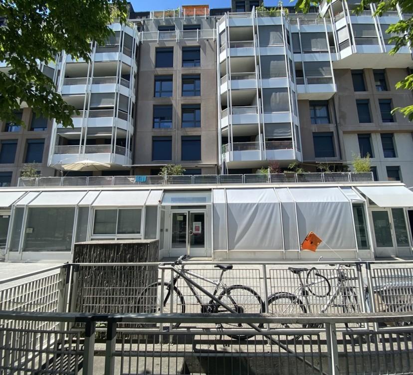 Arcade d\'environ 320 m2 au rez de chaussée Arcade of about 320 m2 on the ground floor