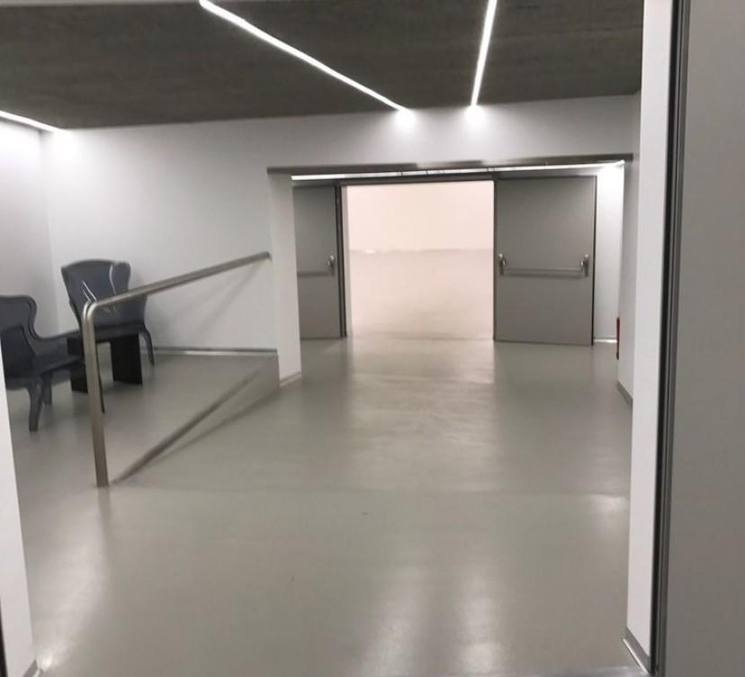 BEL ESPACE COMMERCIAL AVEC SALLE POLYVALENTE SUR PARCELLE DE 320 M2